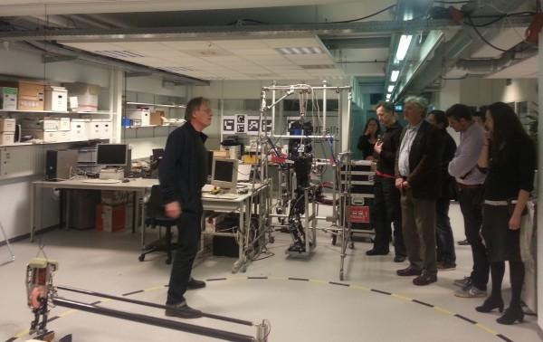 Prof Pieter Jonker in het Robotics Lab.